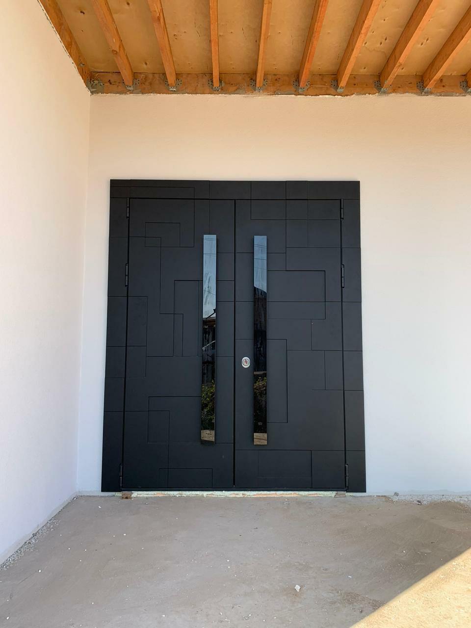 Входная двустворчатая дверь с электронным открыванием - модель Graphic NEO